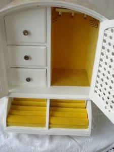 yello white jewlry box 008