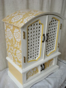 yello white jewlry box 009
